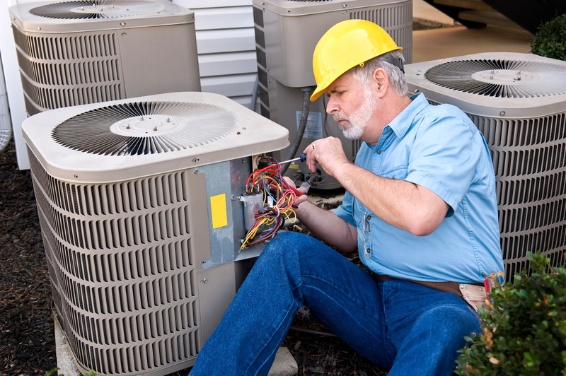AC-technician-with-hardhat